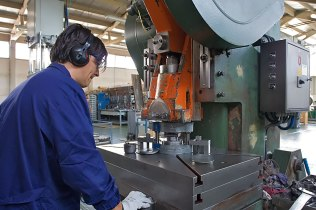 Further in the production process is the cutting of the steel sheets, done by particular machinery, in order to obtain steel discs of the desired diameter that will be put through one or more funnelling processes.